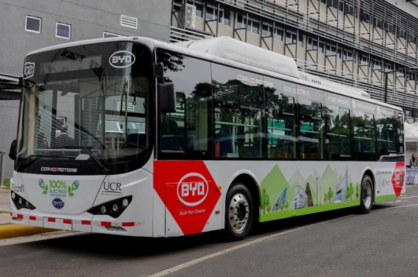 Panamá presenta análisis para incorporar buses eléctricos en transporte público.
