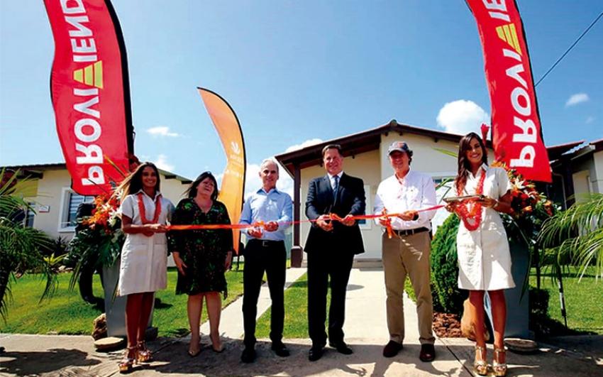 Celsia y Provivienda entregaron las primeras casas en Panamá con energía solar en el proyecto La Hacienda.