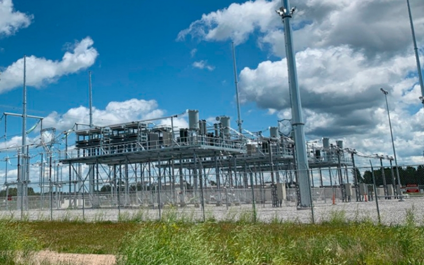 En EU, Hitachi ABB Power Grids pone en servicio uno de los bancos de condensadores más grandes del mundo