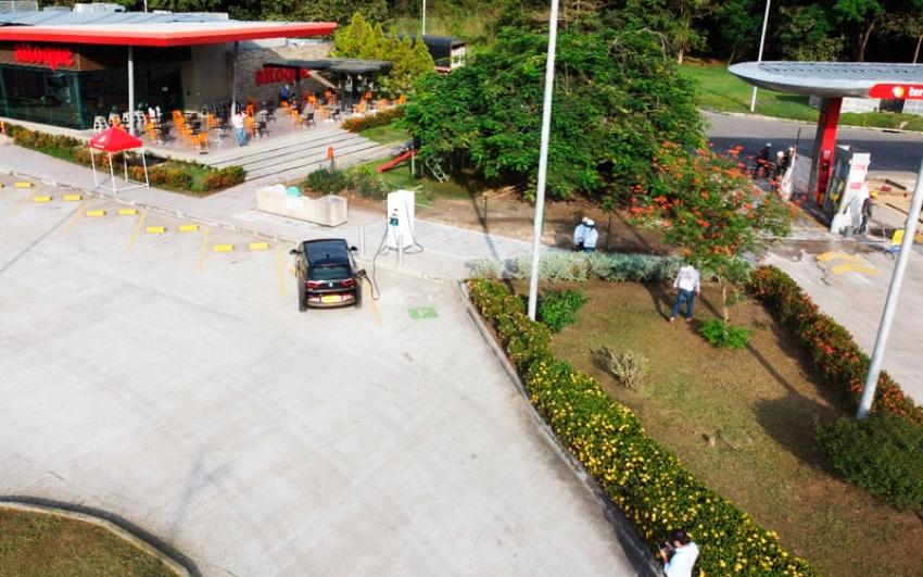 Melgar estrena estación de carga para vehículos eléctricos